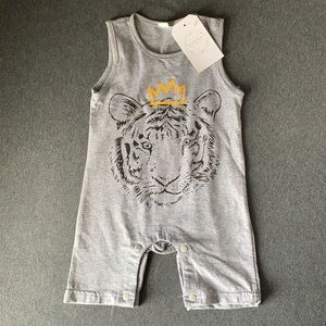 Super cute baby romper with tiger front size 6-12M